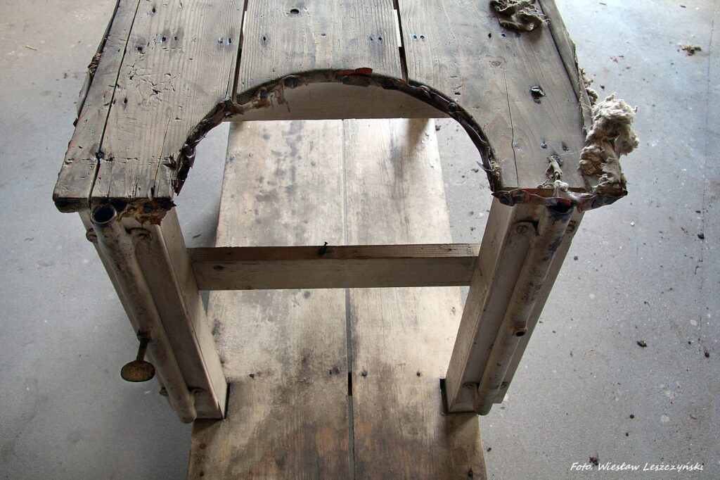 Konserwacja fotela ginekologicznego z rewiru obozowego